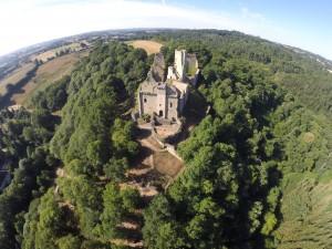 Vue aérienne du château de Chalucet réalisée par L'oei de Zeus.